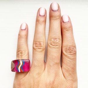 Vintage retro chunky pink & squiggly line ring